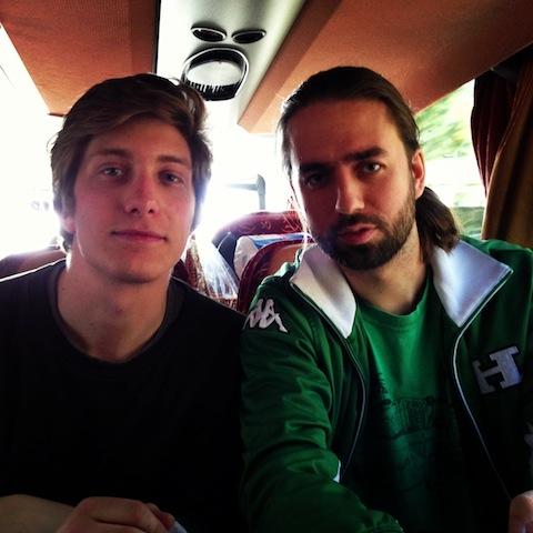 Axel och Albin alltid på en bortabuss när Bajen spelar
