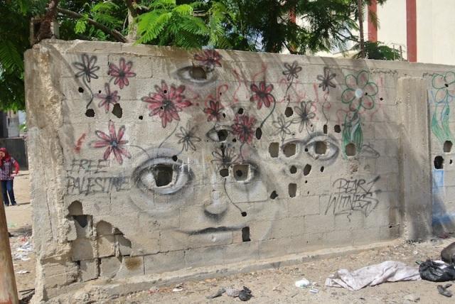 Gaza. Skotthålen har blivit ögon. Det är så jag ser mitt uppdrag, att vara omvärldens ögon där inte många ser. Foto: Anna Wester
