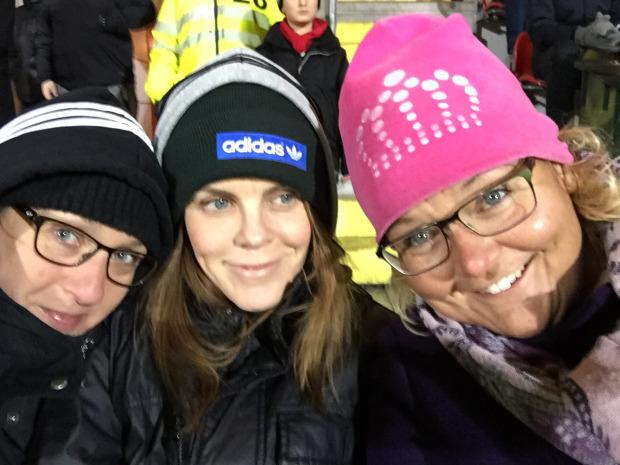 Januari - vi var på södertälje och kolla nån jävla fotbollsmatch och höll på fuckin frysa ihjäl (Mia)