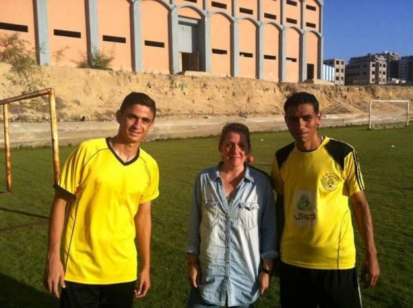 Jag med Gazas två bästa spelare. Tareq och Bashar som drömmer om en karriär utomlands.