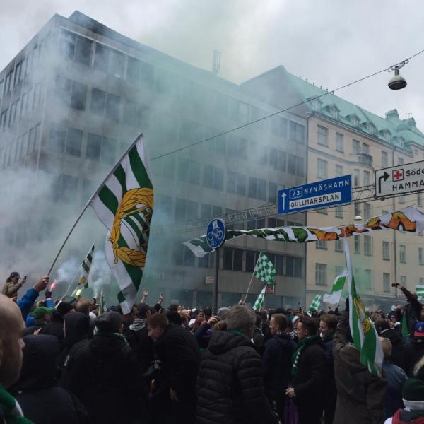 Högtidsdag på Södermalm. Premiär. (Anna)